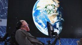 O Στίβεν Χόκινγκ λέει ότι η γη βρίσκεται υπό απειλή και οι άνθρωποι πρέπει να φύγουν