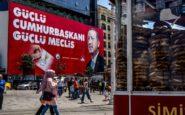 Η δημοσκοπική «ομίχλη» οδηγεί σε δεύτερες σκέψεις τον Ερντογάν