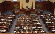 Πέρασε από την Επιτροπή της Βουλής των Σκοπίων η συμφωνία με την Ελλάδα- Ένταση μέσα και έξω από το Κοινοβούλιο