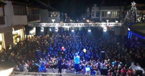 Χιλιάδες κόσμου στη μεγάλη συναυλία των «Stavento» για το άναμμα του χριστουγεννιάτικου δέντρου