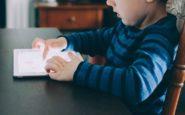 Η έκθεση των παιδιών στην οθόνη προκαλεί γλωσσικές διαταραχές