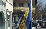 Μεσίστιες οι σημαίες στο δημαρχείο Ωραιοκάστρου  προς τιμήν του Μανώλη Γλέζου