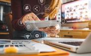 Ανοιχτό το ενδεχόμενο να μοιράσουν κομπιούτερ στους μαθητές οι δήμοι