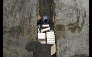 """""""Παγώνουν"""" τον πλανήτη οι εικόνες που κατέγραψε drone πάνω από την Νέα Υόρκη σε ομαδικούς τάφους"""
