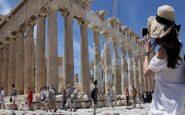 Η Ιταλία ανεβάζει τους τόνους για τον αποκλεισμό των τουριστών από τις διακοπές στην Ελλάδα