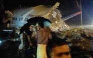 Αεροπλάνο με 191 επιβάτες συνετρίβη την στιγμή της προσγείωσης-Κόπηκε στα δύο