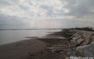 Εντυπωσιακές εικόνες και ΒΙΝΤΕΟ: Υποχώρησε η θάλασσα λόγω άμπωτης στον Θερμαϊκό