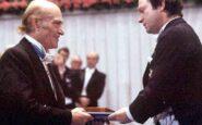 Ο Ελύτης τιμάται με το Νόμπελ Λογοτεχνίας του 1979